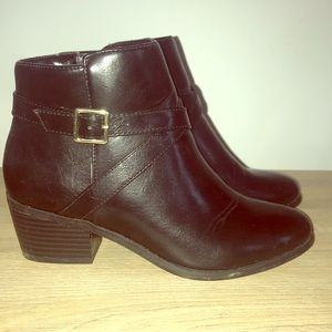Karen Scott booties! Short heel. Zipper on instep.
